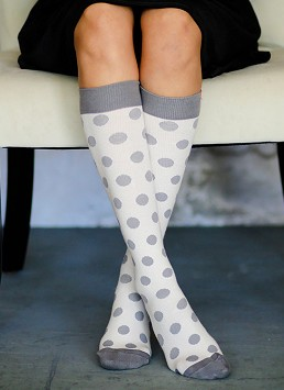 Attractive compression Stockings for a proper blood flow