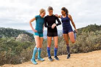 Ladies Wore Colorful Socks for Mountaineering Climbing Exercise