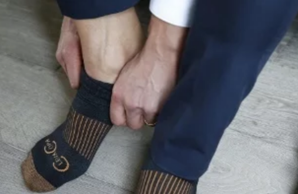 Man wearing men's compression socks/support socks of 20-30 mmHg