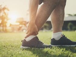runner-ankle-sprain-from-running-in-park