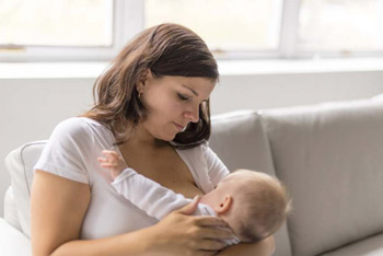 breastfeeding-woman