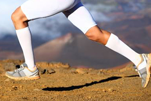 15 – 20 mmHg, 20 – 30 mmHg, or 30 – 40 mmHg knee high or thigh high compression socks help boost running performance