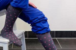 15 – 20 mmHg, 20 – 30 mmHg, or 30 – 40 mmHg knee high or thigh high compression socks help nurses during long shifts