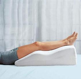 legs above heart level decrease swelling