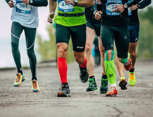 compression socks reduce swelling in the legs for runner