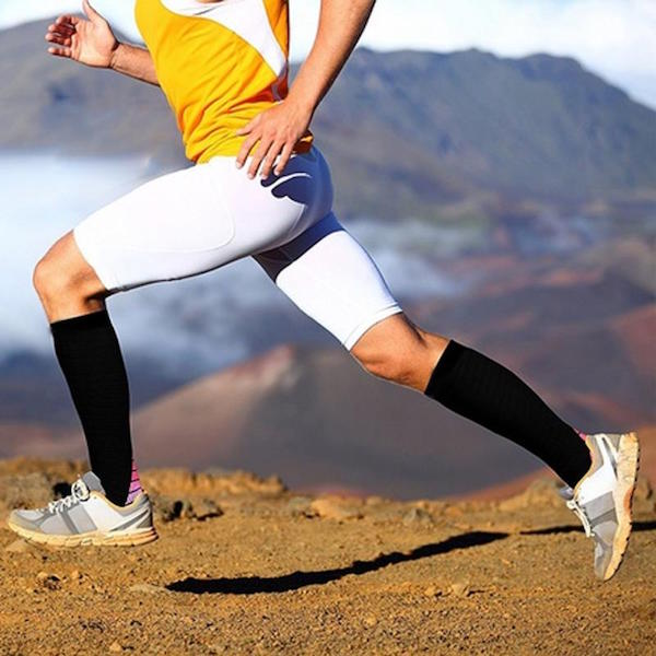 Men wearing compression socks/circulation socks of 20-30 mmHg while running
